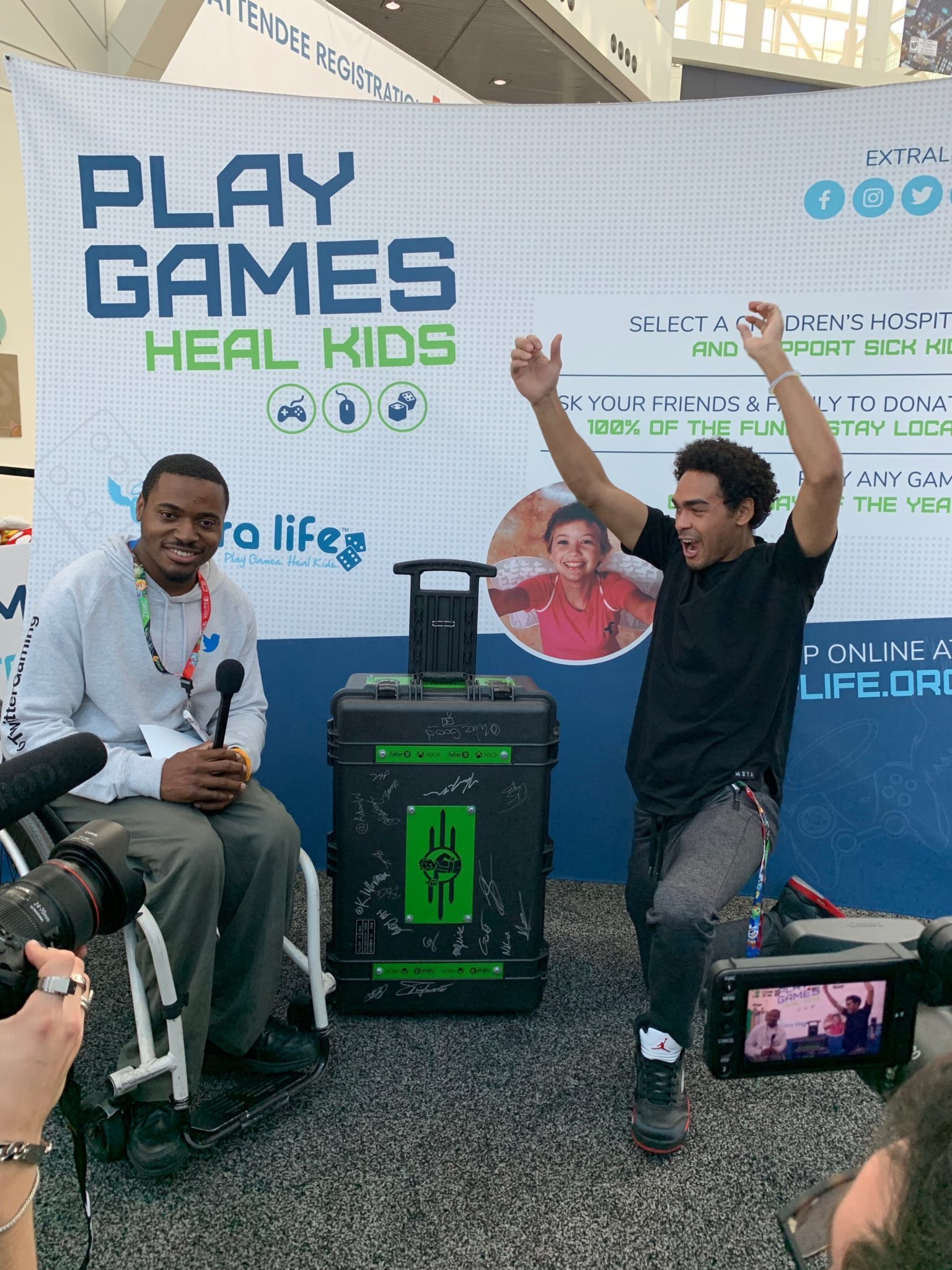 E3 Attendee Wins a One-Of-A-Kind Xbox in the Extra Life Human Claw